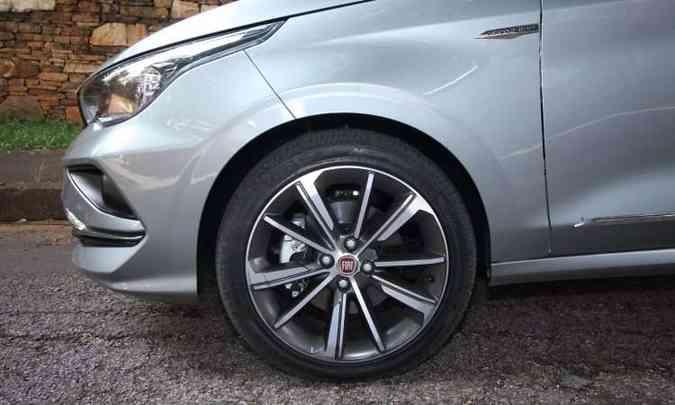 Rodas de 17 polegadas são opcionais(foto: Edésio Ferreira/EM/D.A Press)