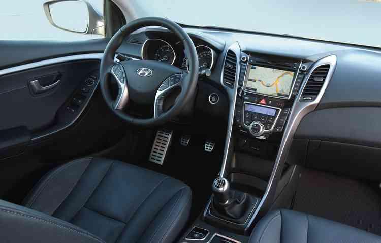 Painel e cabine agradam e lembram modelos novos. Foto: Hyundai / Divulgação -