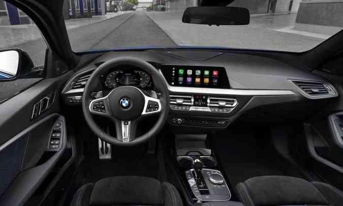 O interior tem acabamento sofisticado e os comandos bem à mão do motorista(foto: BMW/Divulgação)