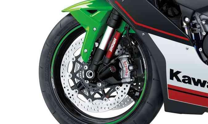 Os freios contam com sistema ABS e duplo disco de 330mm na dianteira(foto: Kawasaki/Divulgação)