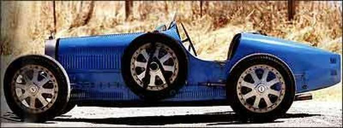 Bólido de belas formas tem eixo dianteiro avançado e rodas de alumínio que serviam de referência para outros modelos da marca, e sistema de freios conta com tambores feitos em peça única com ferro fundido(foto: Fotos: Gooding & Company/Reprodução)