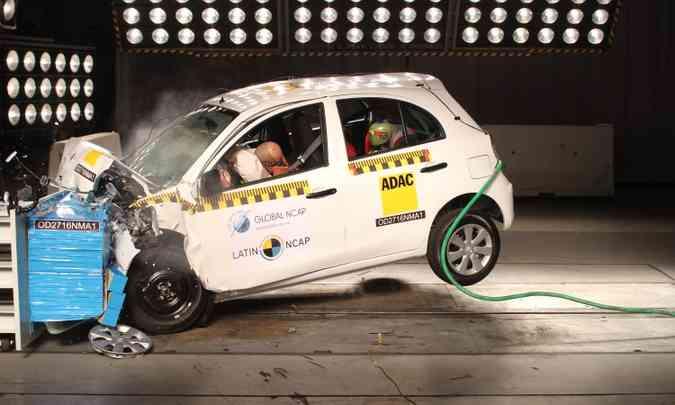 Proteção à cabeça e pescoço do motorista e passageiro foi considerada boa, graças aos airbags(foto: Latin NCAP/Divulgação)