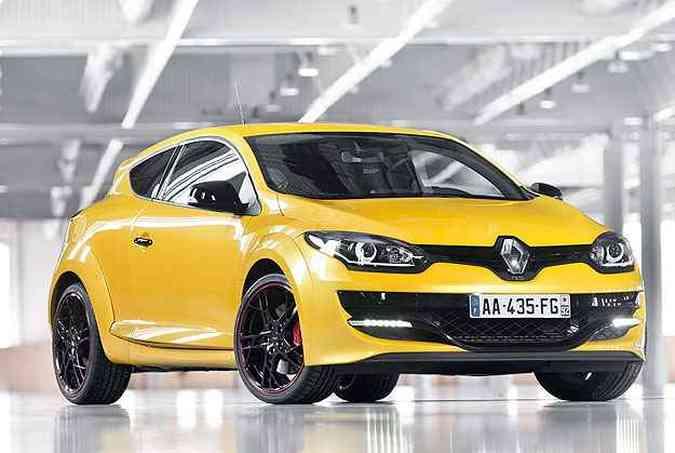 Na Europa, modelo passou por reestilização, mas conjunto mecânico como o do modelo testado foi mantido. O novo Mégane RS já foi flagrado no Brasil, que aumenta expectativa de chegar ao mercado(foto: Renault/Divulgação)