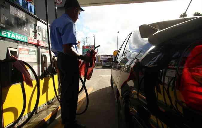 Na gasolina a perca de quase 400ml a cada 50 litros de gasolina. Já no caso do álcool, a perda é menor, sendo 250ml a cada 50 litros. (foto: Peu Ricardo/Esp.DP)