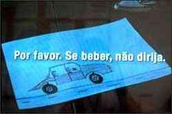 Campanha de empresa de Curitiba lembra com a mensagem o perigo da combinação álcool e direção -