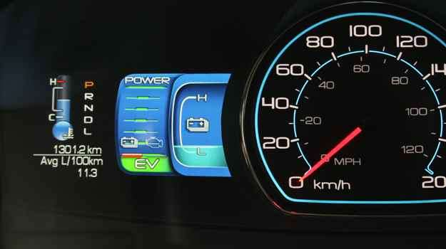 Painel moderno e cheio de informações detalhadas pode confundir o motorista enquanto estiver guiando -