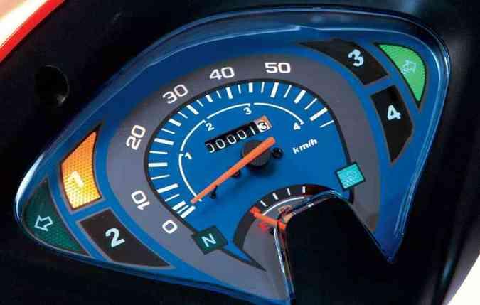 Painel com mostrador de marcha digital, hodômetro e marcador de combustível (foto: Traxx/divulgação )