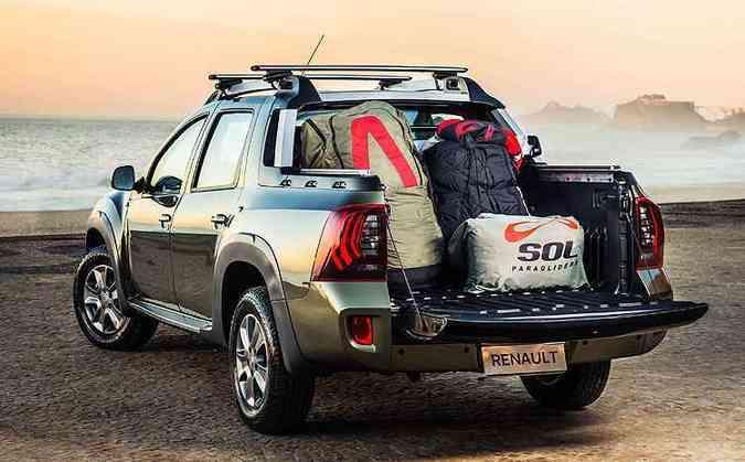 A capacidade da caçamba é de 275kg com cinco ocupantes, que desfrutam de mais conforto pela suspensão traseira multilink(foto: Pedro Bicudo/Renault/Divulgação)