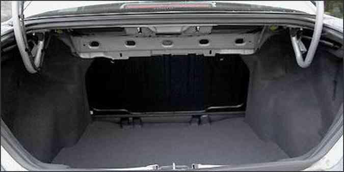 Volume do porta-malas é de 500 litros, segundo informações da Fiat