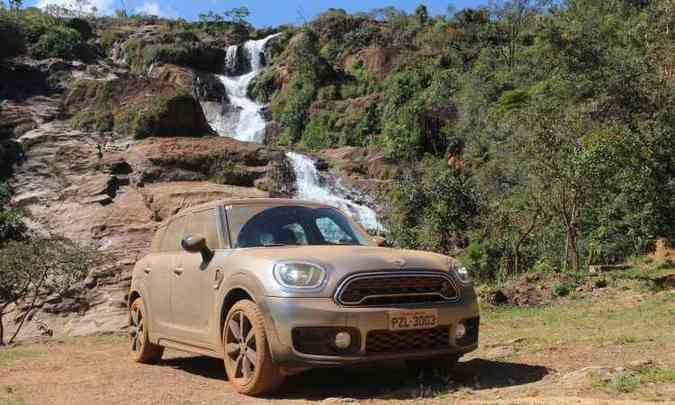 O crossover compacto é bem divertido no fora de estrada e aguenta o tranco(foto: Enio Greco/EM/D.A Press)