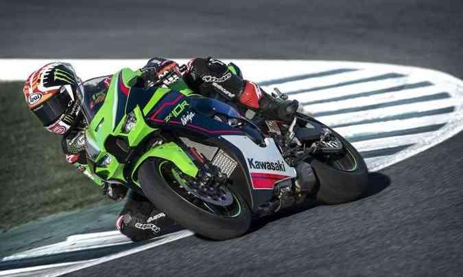 As asas na carenagem não são para voar, mas para manter a moto colada ao chão(foto: Kawasaki/Divulgação)