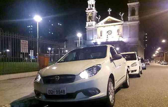 Nosso Grand Siena em frente a Basílica Nossa Senhora de Nazaré, em Belém(foto: Marcello Oliveira/EM/D.A PRESS)
