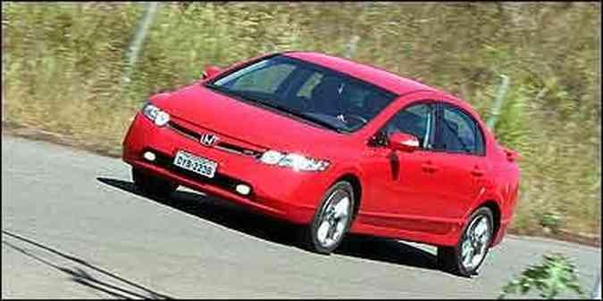 Honda Civic tem design esportivo arrojado e ótimo desempenho(foto: Fotos: Marlos Ney Vidal/EM)