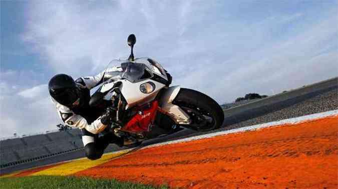 Modelo está equipado com controle de tração, mapeamento de motor e ABS(foto: BMW/Divulgação)