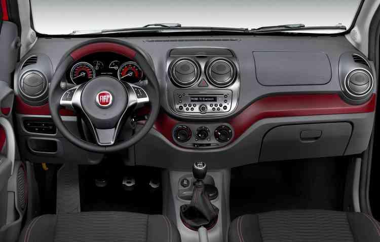 Modelos podem ser encontrados com vidros e travas elétricas, freios ABS e airbag. FOTO: Fiat / Divulgação  - Modelos podem ser encontrados com vidros e travas elétricas, freios ABS e airbag. FOTO: Fiat / Divulgação