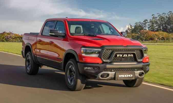A Ram 1500 tem dimensões avantajadas, com estilo robusto e faróis full LED(foto: FCA/Divulgação)