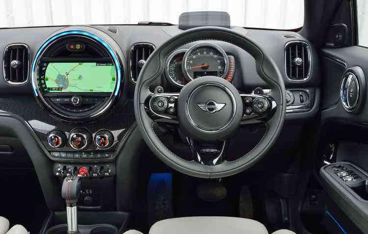 Entre os itens tecnológicos está o head-up display, que facilita a visualização do painel de controle - Mini / Divulgação