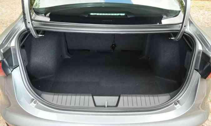 Com 525 litros, porta-malas tem espaço de sobra(foto: Gladyston Rodrigues/EM/D.A Press)