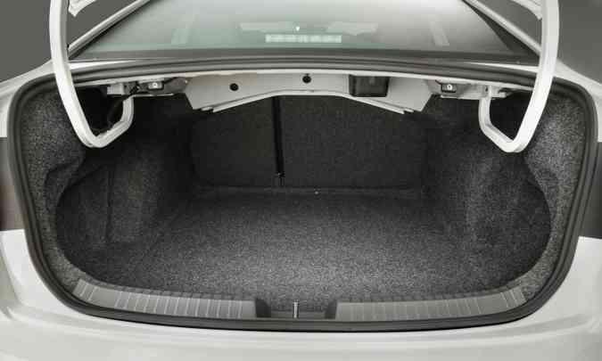 O porta-malas tem bom volume, com seus 510 litros de capacidade(foto: Pedro Danthas/Volkswagen/Divulgação)