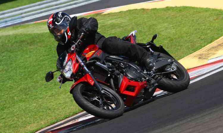 Fácil de pilotar, MT-03 mantém características esportivas, sem sacrificar o conforto  - Mario Villaescusa/Yamaha/Divulgação