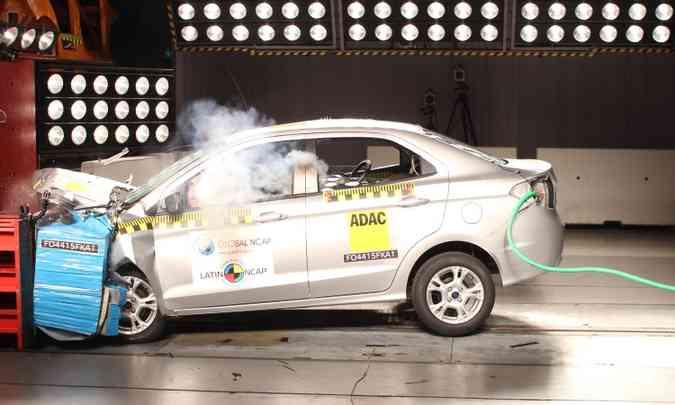 No impacto frontal, a proteção dos joelhos do motorista e passageiro foi considerada marginal(foto: LatinNCAP/Divulgação)
