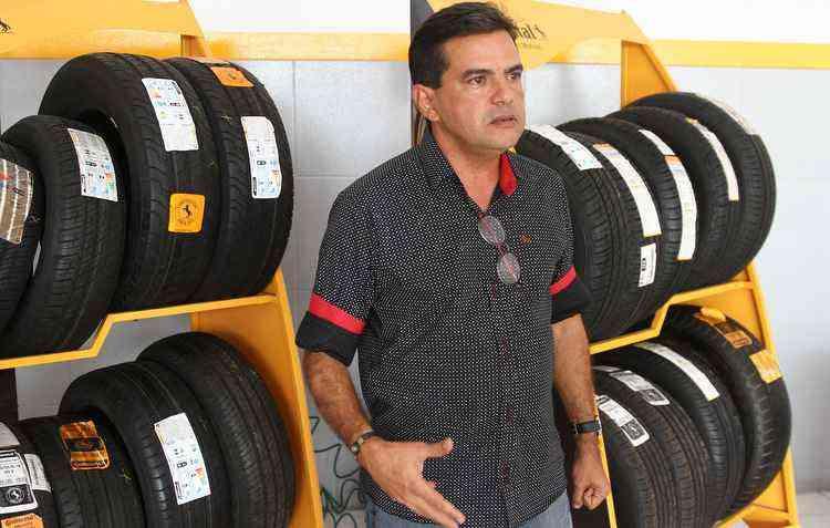 Com experiência há mais de 30 anos, o gerente da Continental Rogério Santos dá dicas para você não ser enganado   - Julio Jacobina/DP