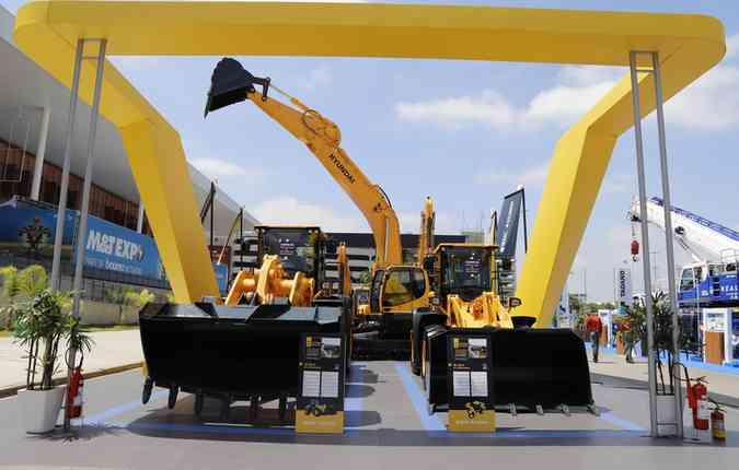 Tratores foram ponto alto nos estandes das empresas que investem na construção civil(foto: Produtora Oficio da Imagem/Corte )