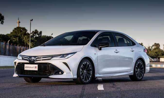 Toyota Corolla se mantém na liderança entre os sedãs médios, mas as vendas estão em queda(foto: Toyota/Divulgação)