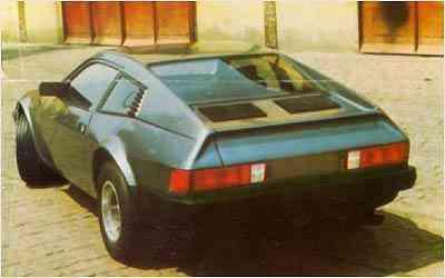 O primeiro Miura, lançado em 1977, possuia plataforma de VW Brasiília e motor refrigerado a ar -