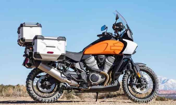 A versão Special tem pneus próprios para o fora de estrada e maleiros para a bagagem(foto: Harley-Davidson/Divulgação)