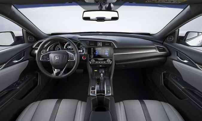 Com acabamento mais sofisticado e sistema de áudio com 10 alto-falantes e 452 watts, a versão Touring tem preço de R$ 146.500(foto: Honda/Divulgação)