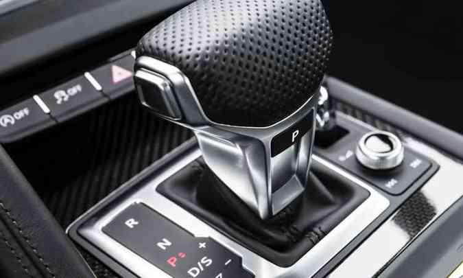 O câmbio automático S Tronic de oito velocidades proporciona trocas de marchas suaves e rápidas(foto: Audi/Divulgação)