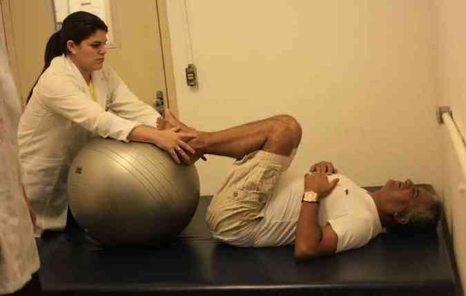 Antônio Sérgio iniciou a fisioterapia para aliviar as dores na coluna (foto: Isabelle Marinho/ Esp. DP/D.A Press )