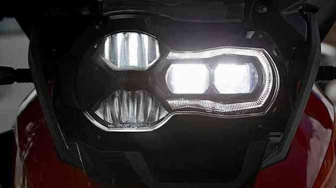 O conjunto óptico dianteiro tem farol de LED(foto: BMW/Divulgação)