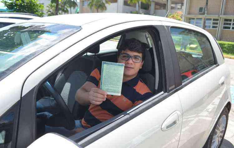 Danilo Farias deixou de registrar o veículo e foi atuado - Malu Cavalcanti / DP
