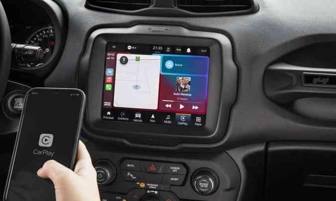 A conectividade com o celular é feita pelo Apple CarPlay ou Android Auto sem a necessidade de cabo(foto: Jeep/Divulgação)