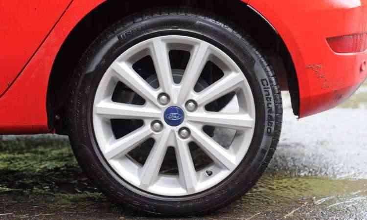 Versão Titanium Plus tem rodas de liga leve de 16 polegadas - Leandro Couri/EM/D.A Press