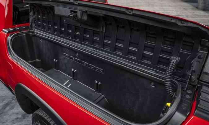 O Ram Box é um compartimento instalado na lateral da caçamba que permite guardar pequenos objetos(foto: FCA/Divulgação)