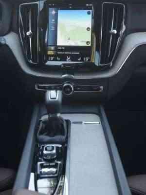 Central multimídia lembra um tablet e concentra vários comandos do veículo - Leandro Couri/EM/D.A Press