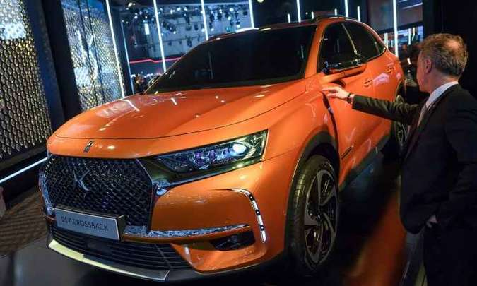DS 7 Crossback é o novo SUV híbrido da marca de luxo da PSA, equipado com um motor a gasolina e dois elétricos, que juntos geram 300cv(foto: Fabrice Coffrini/AFP)