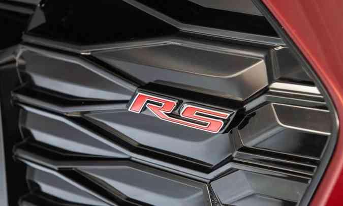 A sigla RS em vermelho está presente na grade dianteira e na traseira do hatch(foto: Chevrolet/Divulgação)