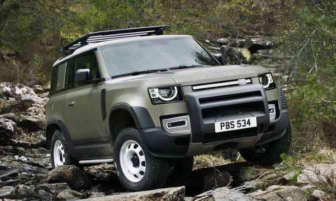 Um SUV emblemático que chega no próximo ano é o novo Land Rover Defender, que deve chegar no segundo semestre nas carrocerias curta (90) e longa 110). A motorização confirmada até o momento é a 2.0 turbo a gasolina de 300cv, mas também devemos ter por aqui versões a diesel.(foto: Land Rover/Divulgação)