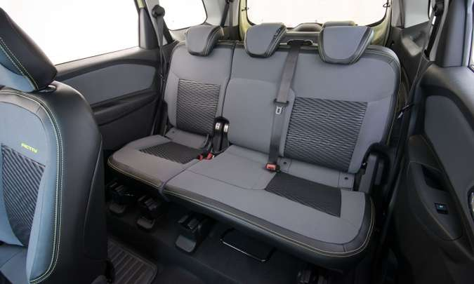 A segunda fileira de bancos agora tem sistema corrediço que permite ampliar o espaço para os passageiros ou para a carga(foto: Chevrolet/Divulgação)