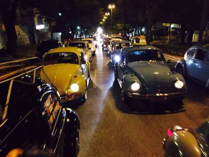 Dezenas de Fuscas celebraram o aniversário em desfile noturno The Bugs Brazil/Divulgação