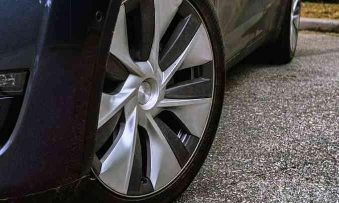 As rodas da versão Long Range são de liga leve de 19 polegadas(foto: Jorge Lopes/EM/D.A Press)