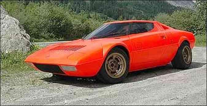 Lancia Stratos HF, protótipo feito por Bertone e apresentado no Salão de Turim, de 1971