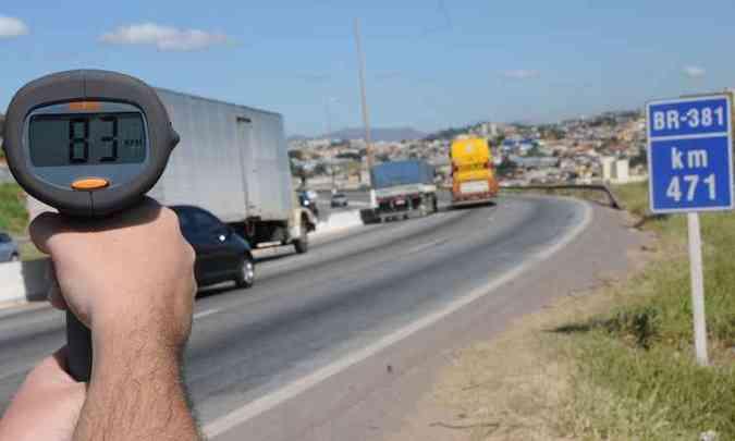 Abusos de velocidade não estão na lista de multas que podem ser convertidas(foto: Paulo Filgueiras/EM/D.A Press)