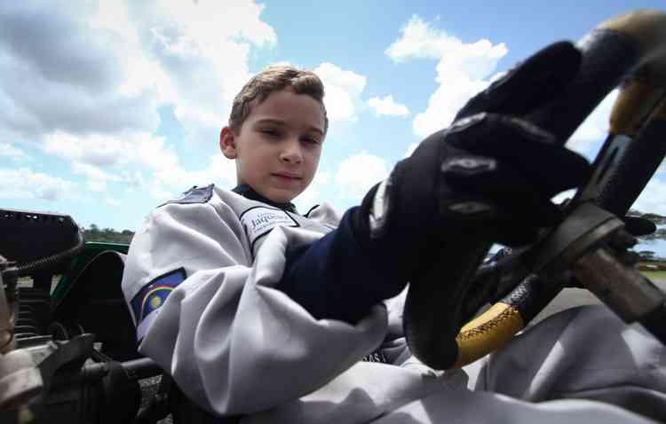 Aos seis meses, o pequeno Lucas já gostava de assistir à corridas automobilísticas na televisão - Marlon Diego / Esp DP