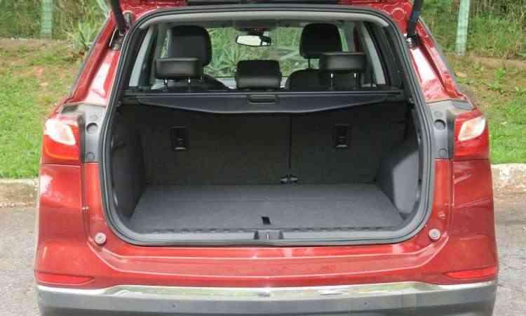 Compartimento de carga tem bom espaço, mas não é referência na categoria - Jair Amaral/EM/D.A Press