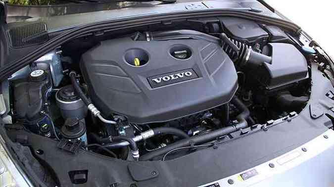 Motor 2.0 com turbo e injeção direta garante boa performance (foto: Marlos Ney Vidal/EM/D.A Press)